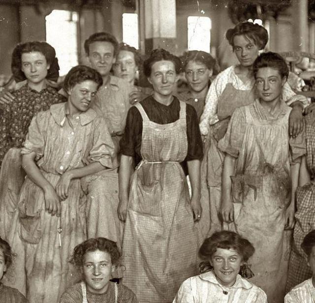 Operárias que morreram em 25 de março de 1911 em um incêndio na fábrica têxtil Triangle Shirtwaist, em Nova Iorque.