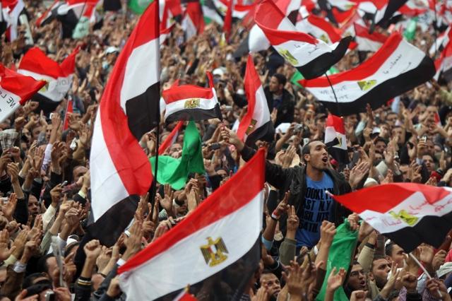 Egípcios voltam a protestar, desta vez contra o governo militar que tomou o lugar de Mubarak em 18 de Novembro de 2011.