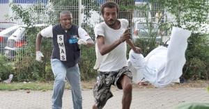 Agentes da prefeitura do Rio contra usuários de crack. Foto: Adriana Lorete