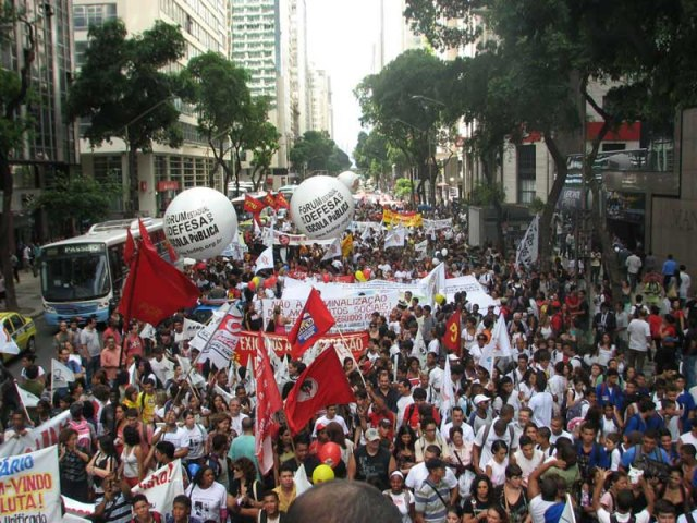 Manifestação pela educação no rio de Janeiro