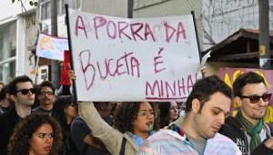 Letra da Gaiola das Popozudas em cartaz da Marcha das Vadias.