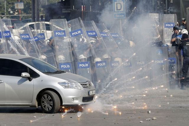 Samedi-a-Istanbul-les-gaz-lacrymogenes-pleuvent-encore