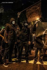 Black Bloc bandeira anarquista