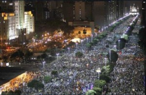 Um milhão de terroristas no centro do Rio. 15 a 30 anos de prisão pra todos! Haja presídios...