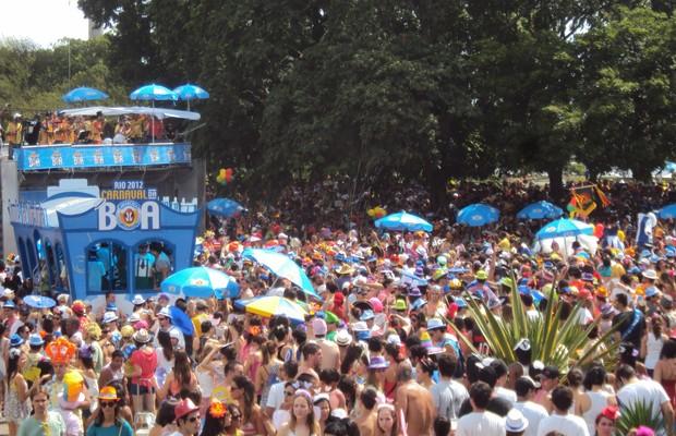 Carnaval monocromático, patrocinado pela Ambev.