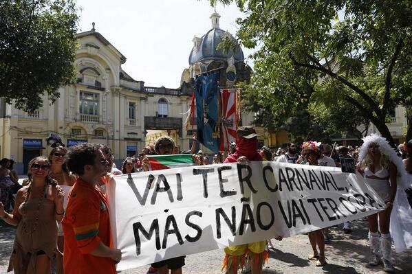 """""""Vai ter Carnaval, mas não vai ter Copa""""."""