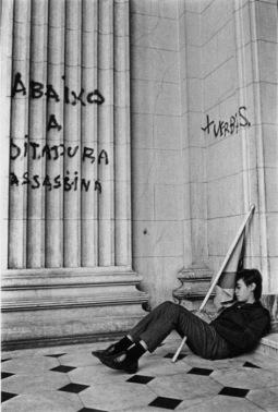 Abaixo a ditadura assassina. (foto: Evandro Teixeira)