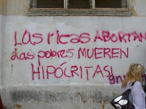 """""""As ricas abortam, as pobre morrem. Hipócritas!"""""""