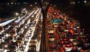 Os imensos congestionamentos exacerbam as dificuldades da vida cotidiana dos trabalhadores das grandes cidades