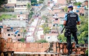 A polícia como agência que estrutura a ação do Estado nas favelas