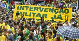 Pedido de intervenção militar no protesto do dia 15