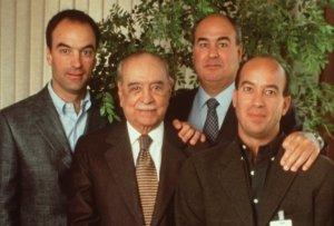 A família Marinho, dona das Organizações Globo, detém hoje uma fortuna estimada em U$ 28,9 bilhões.