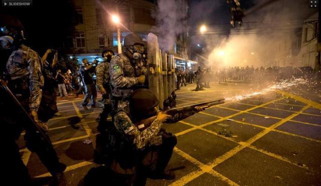 Ação policial contra manifestantes, na final da Copa das Confederações
