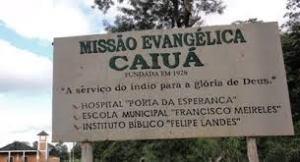 Placa da Missão Evangélica Caiuá, resquício do momento onde a educação indígena estava subordinada à evangelização cristã.