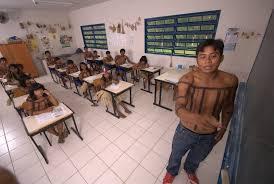 Sala de aula de escola indígena no Tocantins.