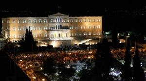 """Milhares comemoram a vitória do """"Não""""."""