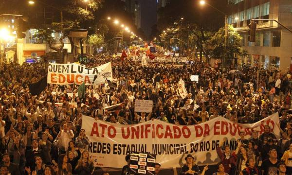 Ato de outubro de 2013 (2) - greve da educação